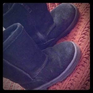 Black faux fur lined zip up boots